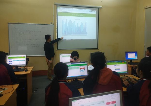 Ứng dụng công nghệ học và thi online ở trường THPT Vĩnh Yên